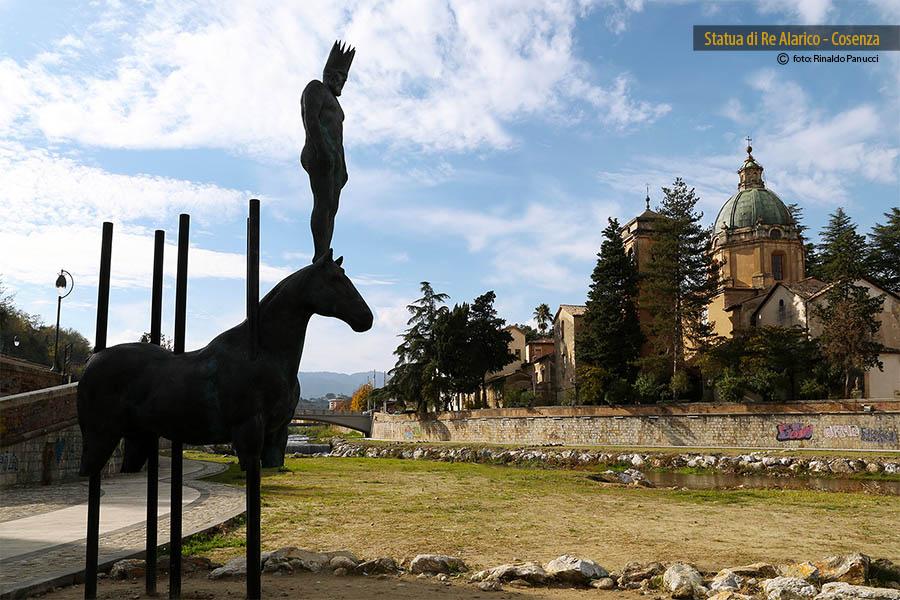 Cosenza Città d'Arte, statua Re Alarico.