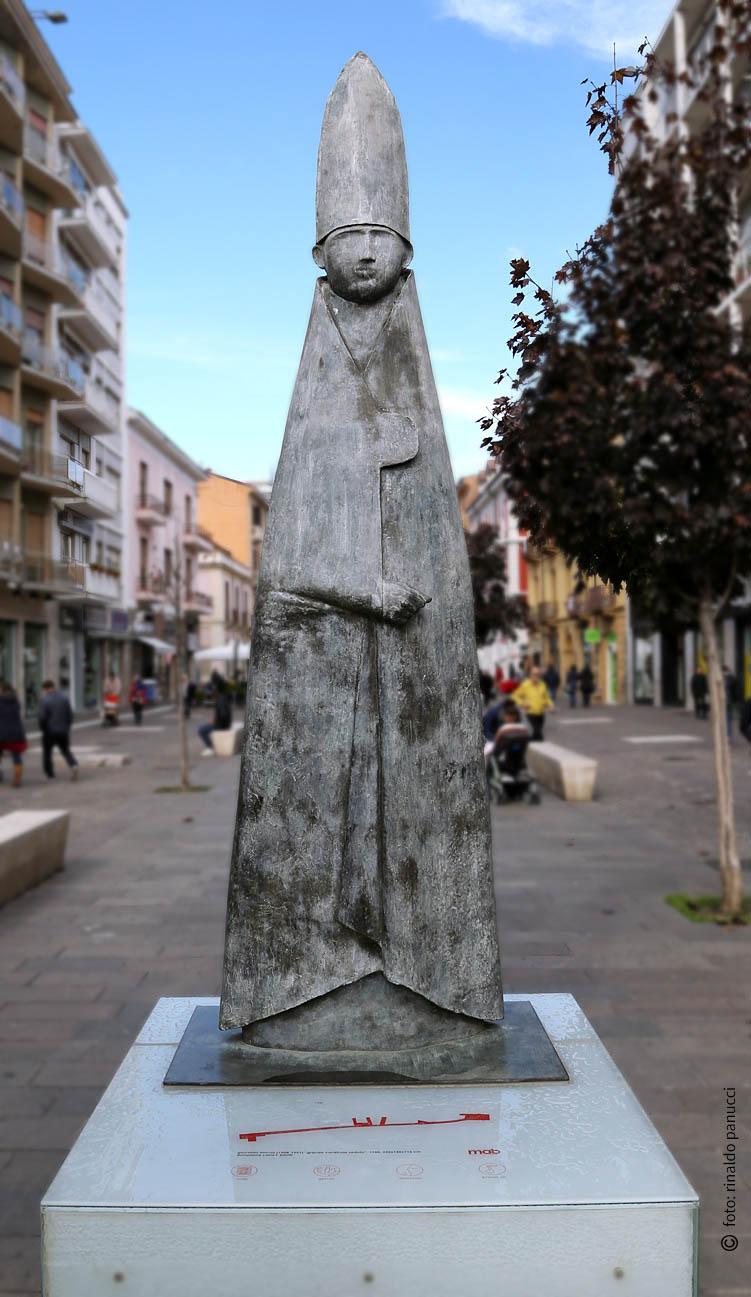 MAB Cosenza - Cardinale in piedi. Di Giacomo Manzù.