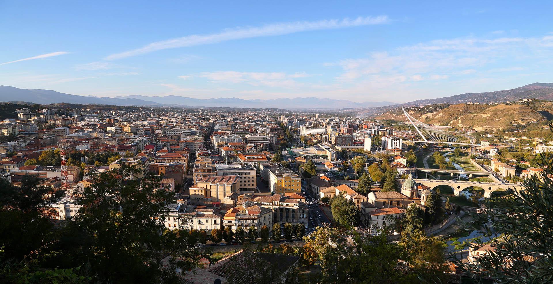 Cosenza - Panorama della città con vista da Portapiana