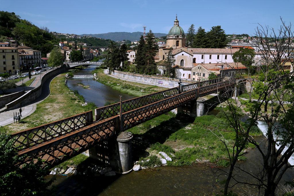 Cosenza: statua Alarico e confluenza dei fiumi.