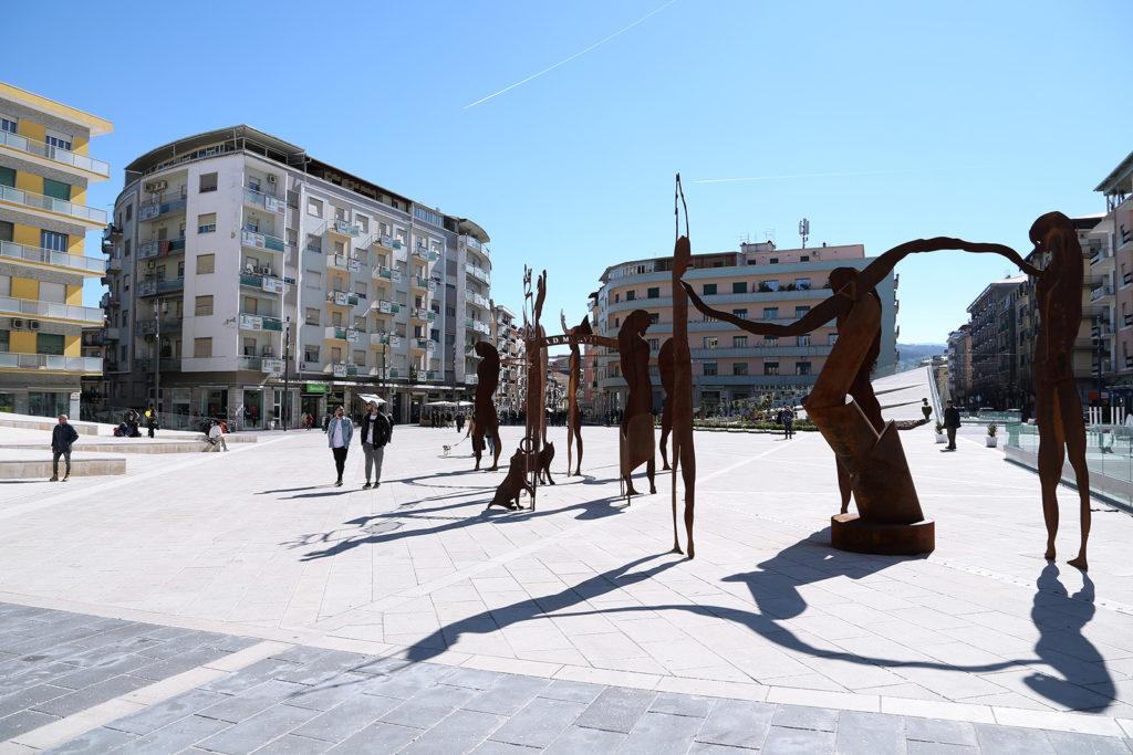 Piazza Bilotti - Cosenza - Filosofi Guerrieri, opera del MAB.