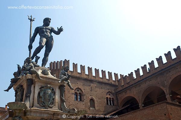 Bologna, la statua del Nettuno.