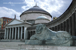 Napoli, piazza San Francesco da Paola.