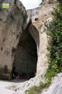 Vacanze a Siracusa: orecchio di dionisio, area archeologica.