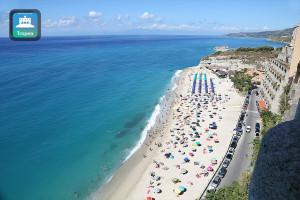 Agosto al mare sulla spiaggia Tropea