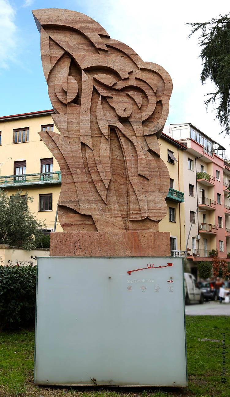 MAB Cosenza - Grande scultura monumentale bifrontale. Di Pietro Consagra.