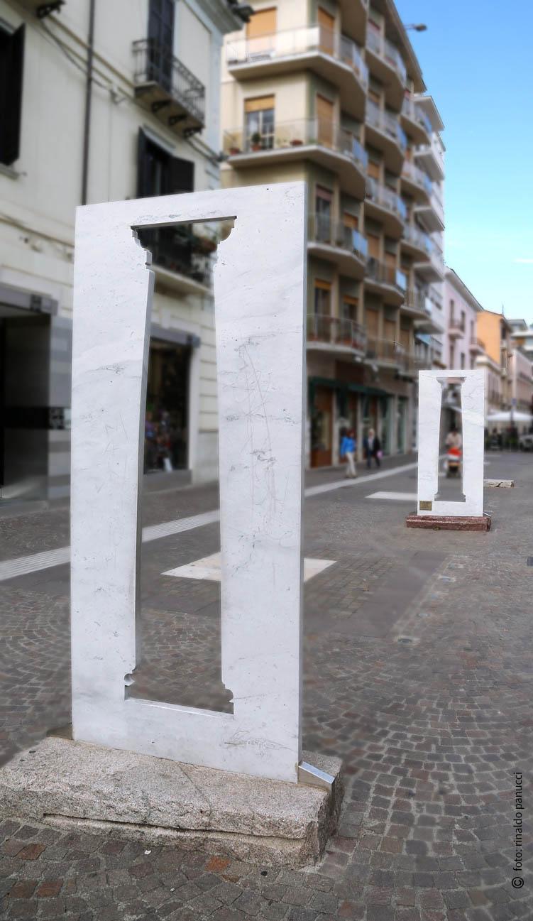 MAB Cosenza - Tre Colonne Doriche. Di Sacha Sosno.