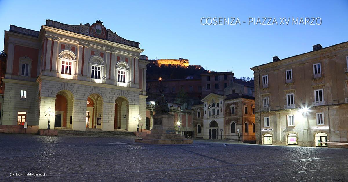 Città italiane da visitare in due giorni. Cosenza - Piazza XV Marzo.