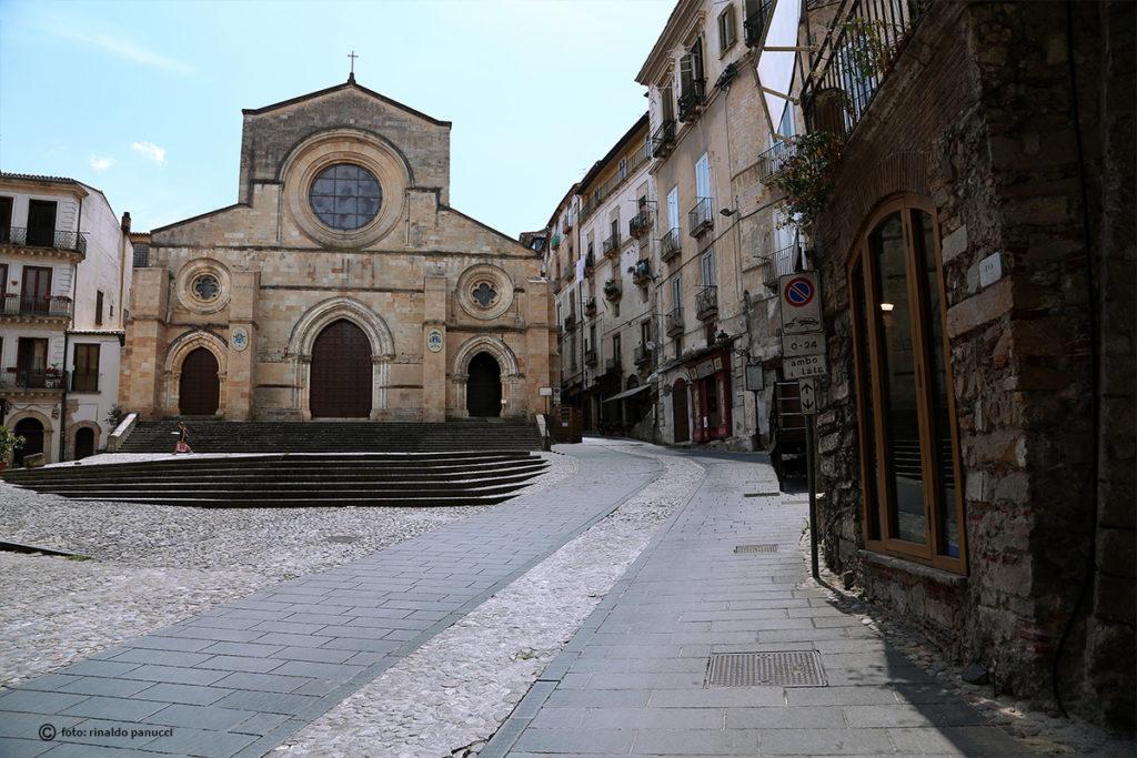Corso Telesio, la Cattedrale di Cosenza.