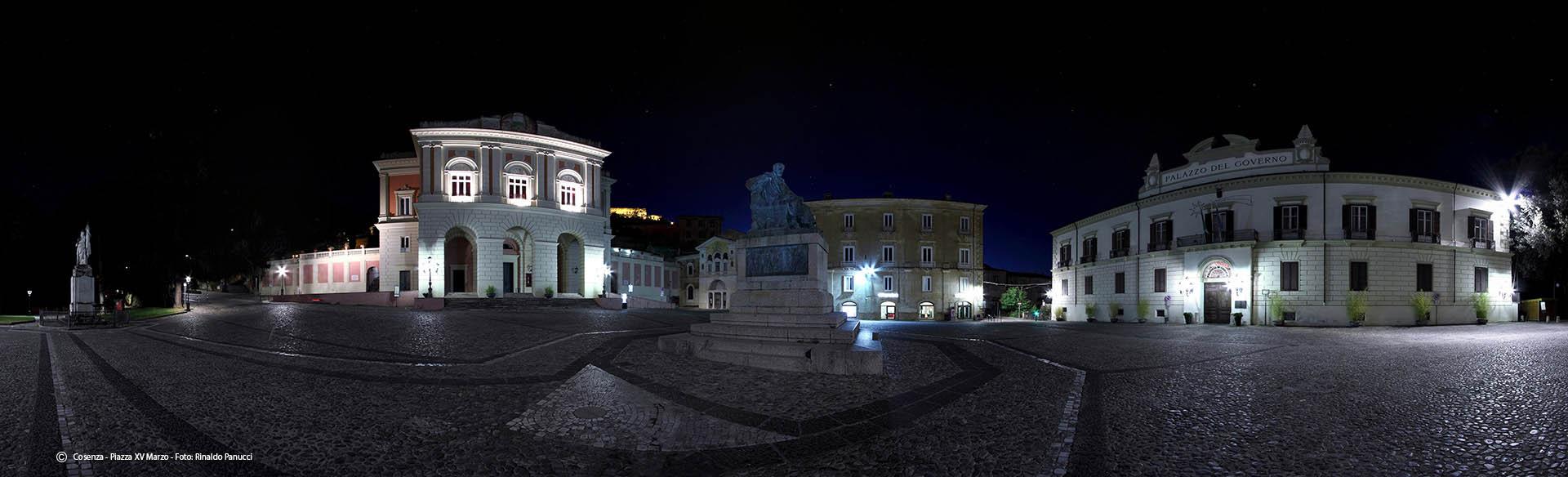 Piazza XV Marzo - Cosenza - Foto notturna