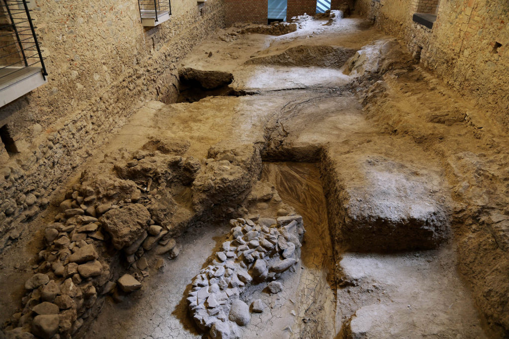 Scavi archeologici nella Biblioteca Nazionale di Cosenza.